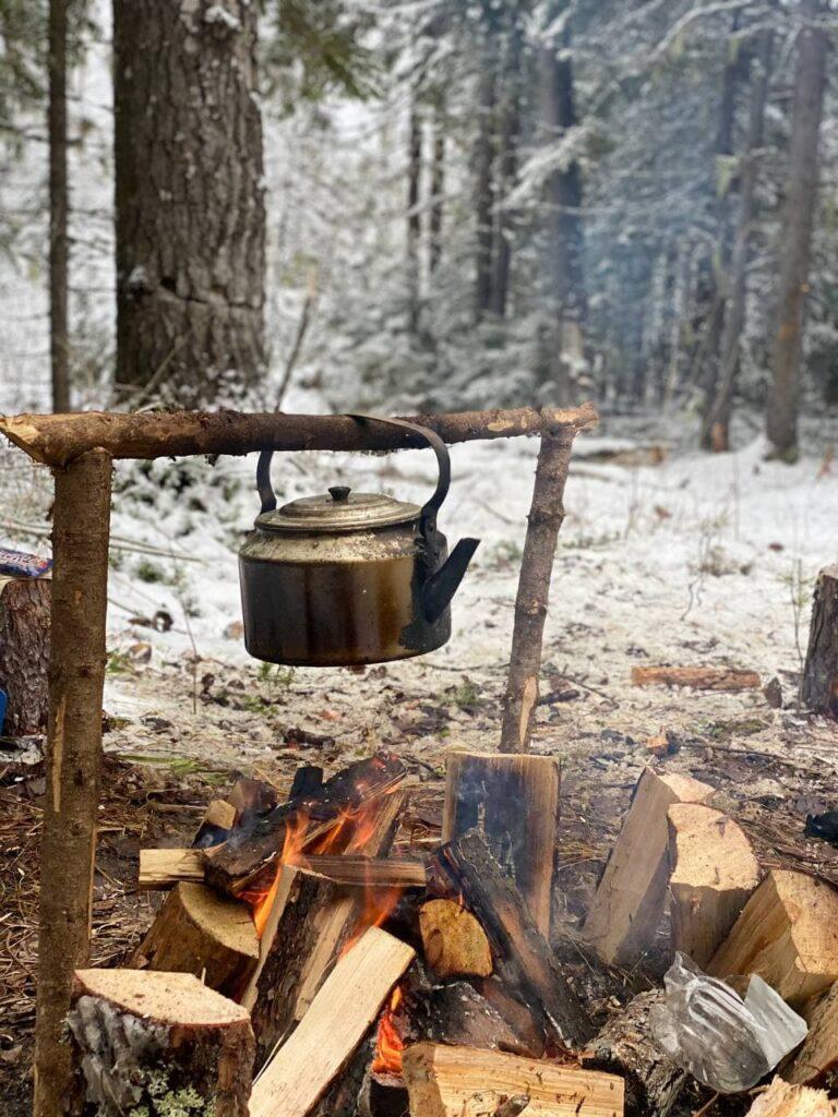Воломы. Лагерь. Костёр и чайник